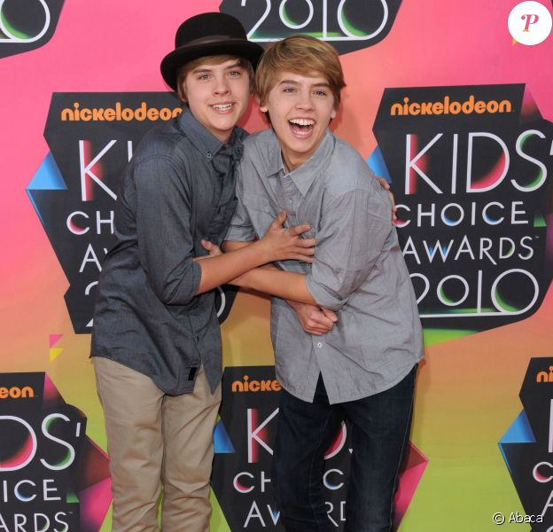 Dylan and Cole Sprouse lors des Kids Choice Awards à Los Angeles le 27 mars 2010