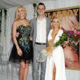 Kennedy Summer, lauréate 2014, et Cooper Hufner entourent Dani Mathers, playmate de l'année du magazine Playboy. La jeune femme est sacrée lors d'un déjeuner organisé au sein du Plaboy Mansion, le 14 mai 2015.