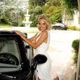 Dani Mathers, playmate de l'année du magazine Playboy, pose devant son nouveau bolide. La jeune femme est sacrée lors d'un déjeuner organisé au sein du Plaboy Mansion, le 14 mai 2015.