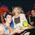 Amanda Lear au Queen à Paris le 7 juillet 1999.