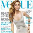 Rosie Huntington-Whiteley en couverture du magazine Vogue Japan. Numéro de juin 2015. Photo par Giampaolo Sgura.
