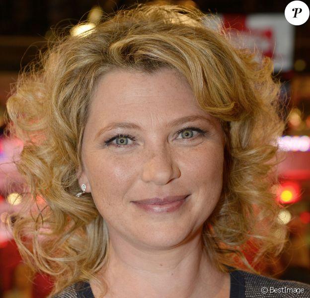 """Cécile Bois - Enregistrement de l'émission """"Vivement Dimanche"""" consacrée à Charlotte de Turckheim à Paris le 13 mai 2015."""