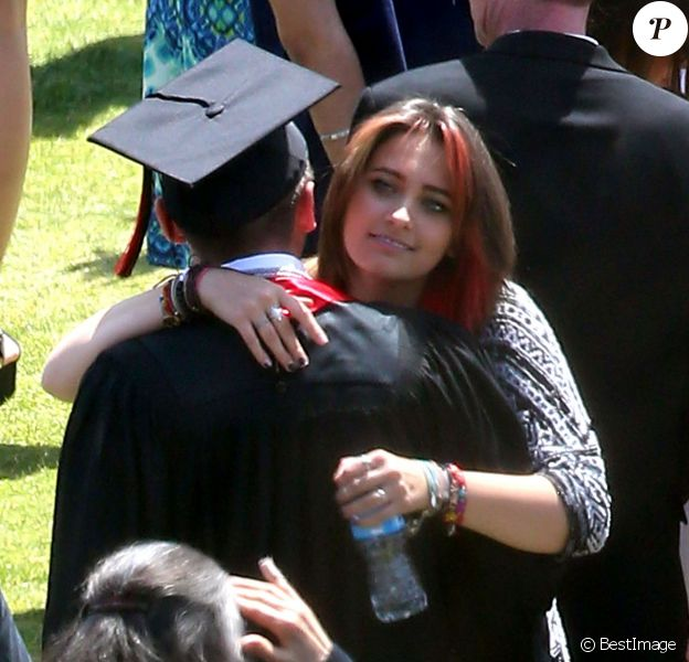 """Paris Jackson et Prince Jackson - Exclusif - Prix spécial - No web - No blog - Prince Jackson obtient le diplôme de son école """"Buckley High School"""" à Sherman Oaks, le 30 mai 2015  For germany call for price - Strictly no internet use Exclusive - The Jackson family was in full support as Prince Jackson graduates with honors from Buckley High School in Sherman Oaks, California on May 30, 2015. Siblings Paris and Blanket were on hand, as well as uncles and cousins and the Jackson matriarch, Katherine. Prince was in great spirits celebrating the milestone event. The 17 year old son of Michael Jackson will stick with his Los Angeles roots when he attends Loyola Marymount University next year30/05/2015 - Sherman Oaks"""
