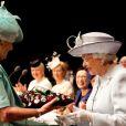 La reine Elizabeth II lors du centenaire de la Fédération nationale des Instituts de Femmes à Londres le 4 juin 2015, au Royal Albert Hall.