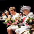 La comtesse Sophie de Wessex et la reine Elizabeth II lors du centenaire de la Fédération nationale des Instituts de Femmes à Londres le 4 juin 2015, au Royal Albert Hall.