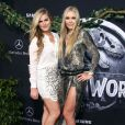 Lindsey Vonn et sa soeur Karin  à la première de Jurassic World au Dolby Theatre à Hollywood, le 9 juin 2015.