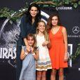 Angie Harmon et ses filles Finley Faith, Avery Grace et Emery Hope  à la première de Jurassic World au Dolby Theatre à Hollywood, le 9 juin 2015.
