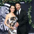 Brian Tee et sa femme Mirelly Taylor enceinte  à la première de Jurassic World au Dolby Theatre à Hollywood, le 9 juin 2015.
