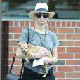 Exclusif - Jennifer Lawrence se promène avec son chien dans les rues de Beverly Hills, le 16 mai 2015.