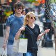 Emma Roberts et son fiancé Evan Peters - People à la sortie du Bowery Hotel à New York, le 5 mai 2015.