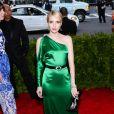 Emma Roberts - Soirée Costume Institute Gala 2015 (Met Ball) au Metropolitan Museumcélébrant l'ouverture de Chine: à travers le miroir à New York, le 4 mai 2015.