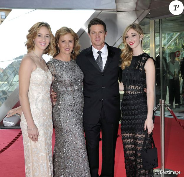 Eric Close avec sa femme Keri et ses filles Katie et Ella - Cérémonie des Golden Nymph Awards lors du 55ème Festival de Télévision de Monte Carlo le 18 juin 2015.