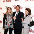 Bernard Tapie avec sa femme Dominique et sa fille Sophie, au UGC Normandie sur les Champs-Elysées à Paris le 31 mars 2014.