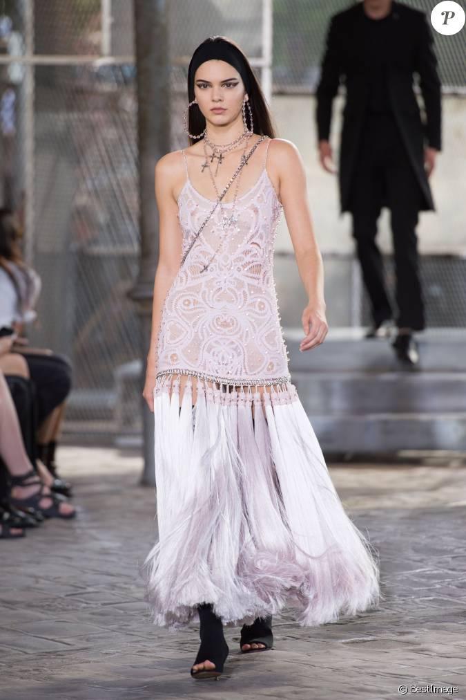 Kendall jenner d file pour givenchy collection homme printemps t 2016 et haute couture - Printemps ete automne hiver et printemps ...