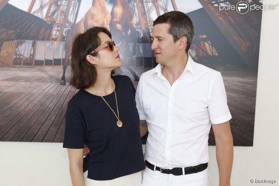 Guillaume Canet en selle devant Marion Cotillard et Salma ...