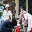 Le prince William, Kate Middleton, duchesse de Cambridge, leur fils le prince George de Cambridge, la princesse Charlotte de Cambridge, la reine Elisabeth II lors du baptême de la princesse Charlotte en l'église Saint Mary Magdalene de Sandringham, le 5 juillet 2015