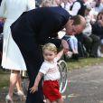 Le prince William, le prince George de Cambridge lors du baptême de la princesse Charlotte en l'église Saint Mary Magdalene de Sandringham, le 5 juillet 2015