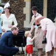 La reine Elisabeth II, le prince George de Cambridge et le prince William lors du baptême de la princesse Charlotte en l'église Saint Mary Magdalene de Sandringham, le 5 juillet 2015