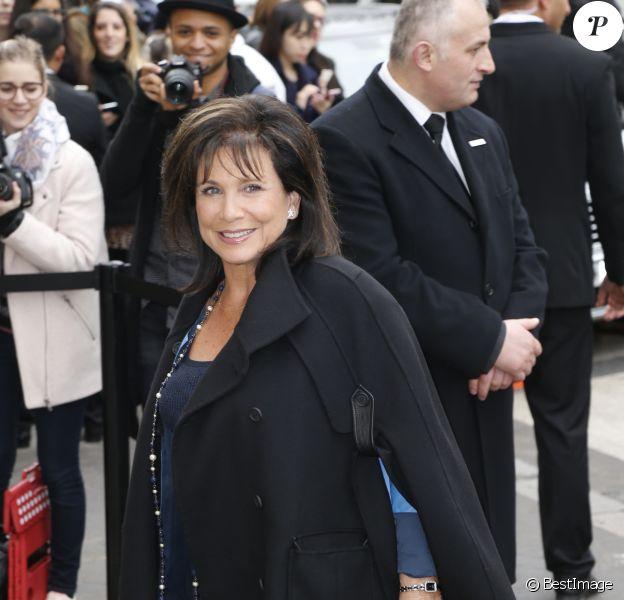 Anne Sinclair - Défilé de mode prêt-à-porter automne-hiver 2015-2016 de Chanel. Au Grand Palais à Paris. Le 10 mars 2015.