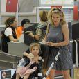 Elsa Pataky, sa fille India, et ses beaux parents Craig et Leonie Hemsworth arrivent à l'aéroport de Madrid pour prendre un avion le 7 juillet 2015.