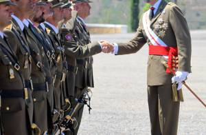 Letizia d'Espagne : Toujours à l'aise dans sa petite robe en cuir...