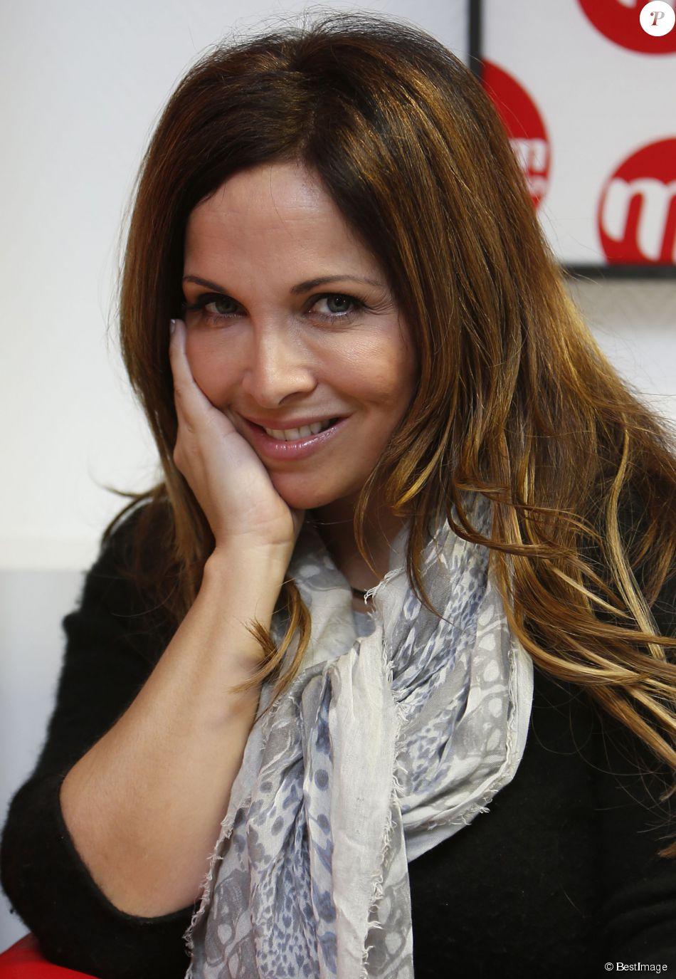 """Exclusif - Hélène Ségara présente son nouvel album """"Tout commence aujourd'hui"""" lors de l'émission de Bernard Montiel """"M comme Montiel"""" à la station radio MFM à Paris. Mars 2015."""