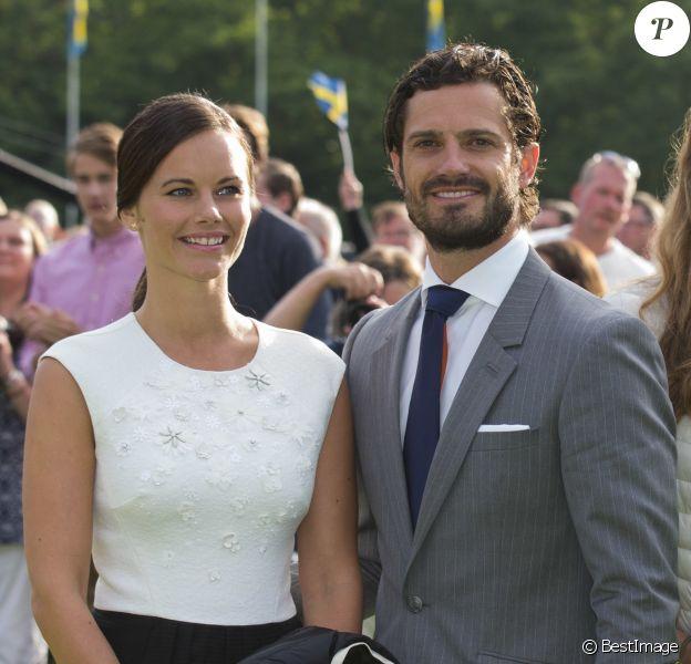 Le prince Carl Philip et la princesse Sofia de Suède, un mois après leur mariage et fraîchement rentrés de lune de miel, ont pris part aux festivités pour le 38e anniversaire de la princesse Victoria, le 14 juillet 2015 à Borgholm, sur l'île d'Öland.