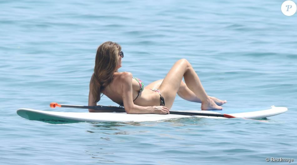 La sculpturale Jennifer Flavin, la femme de Sylvester Stallone, en vacances en famille à bord de leur yacht dans le sud de la France - 17 juillet 2015