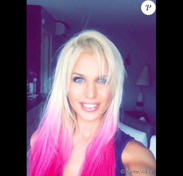 Adixia (Les Ch'tis) a dévoilé une nouvelle coiffure colorée et a fait gonfler ses lèvres. Juillet 2015.