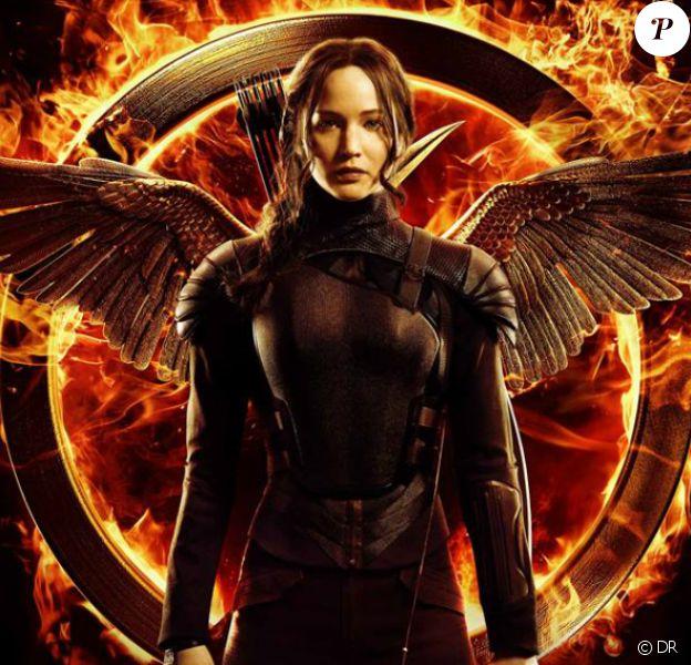 """Le costume de Rihanna, confectionné par Zulu International et intitulé """"Mocking Jay"""", est inspirée de celui de Jennifer Lawrence dans """"Hunger Games : La révolte - 1ère partie""""."""