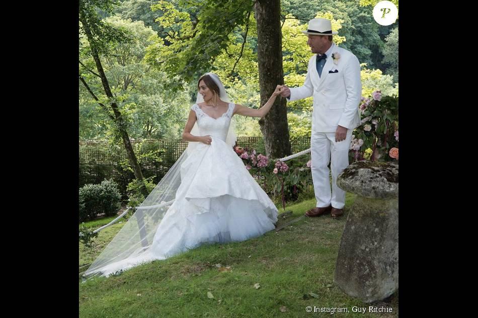 Guy Ritchie et son épouse en robe - Mariage de Guy Ritchie et Jacqui Ainsley (photo postée le 3 août 2015)