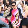 Kris Jenner, sexy dans une robe Emilio Pucci et des sandales Hermès, quitte le magasin DASH à Los Angeles. Le 6 août 2015.