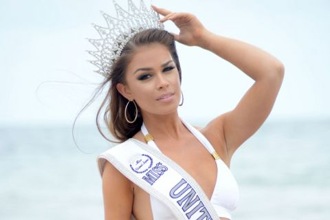 Summer Priester : Sexy en bikini, Miss Etats-Unis 2015 marque des points...