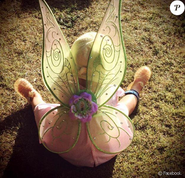Faustine Bollaert poste une photo de sa petite Abbie, deux ans, déguisée en Fée Clochette