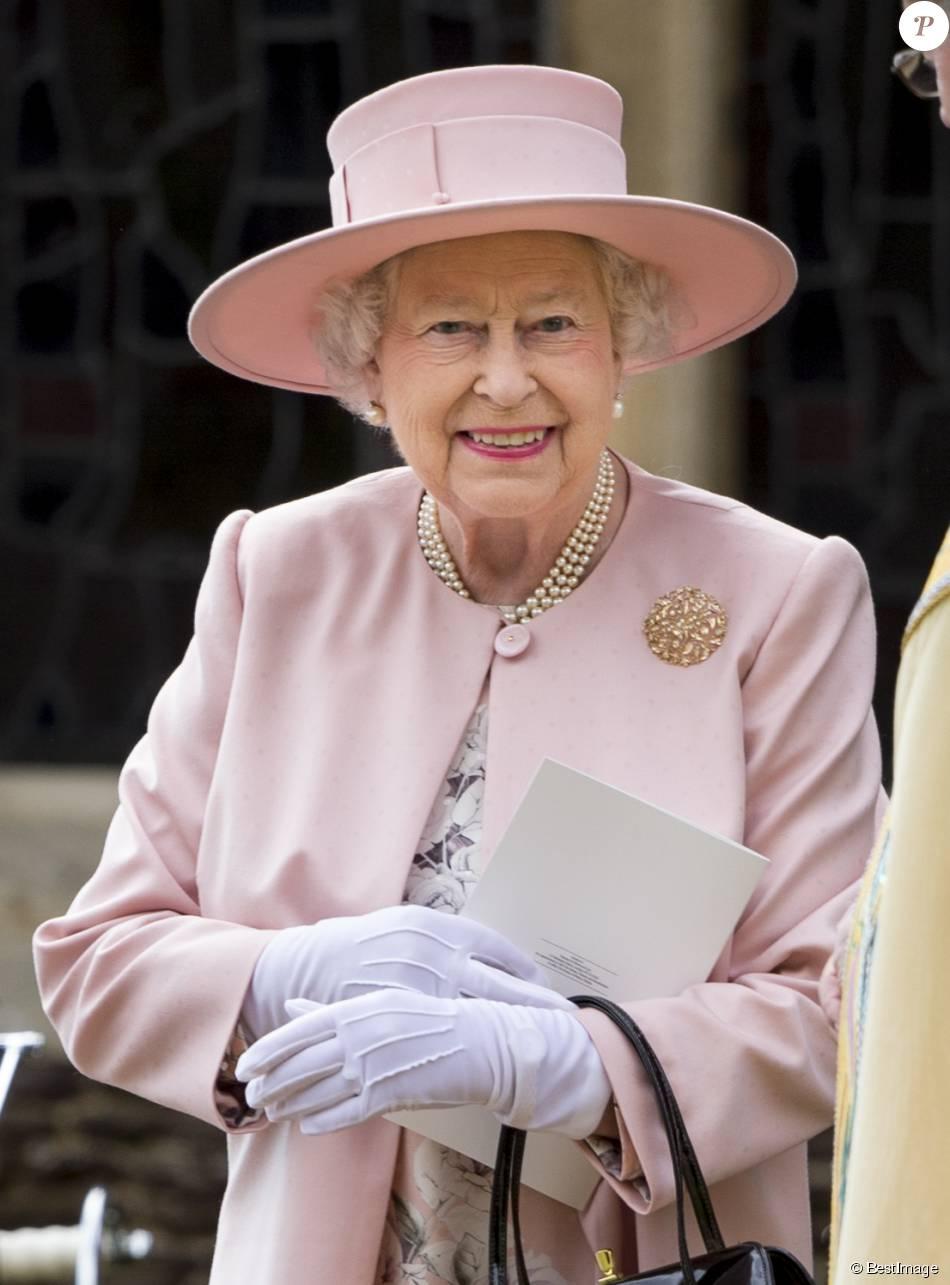 La reine Elisabeth II à l'église St. Mary Magdalene à Sandringham, le 5 juillet 2015