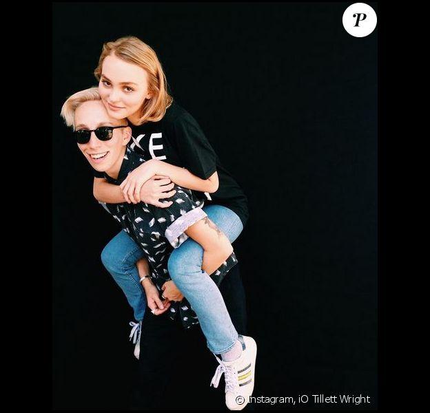 Lily-Rose Depp et l'artiste iO Tillett Wright, sur Instagram le 23 août 2015