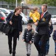 Wayne Rooney avec son épouse Coleen Rooney et ses enfants Kai et Klay, le 5 octobre 2014 à Manchester