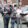 Wayne Rooney avec sa femme Coleen et leurs enfants Kai et Klay, à Alderley Edge, le 12 avril 2014