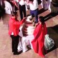 Découpage de la pièce montée au mariage de Jean-Roch et Anais Monory à Capri le week-end du 4 et 5 octobre 2015.