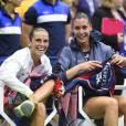 Flavia Pennetta et Roberta Vinci après leur finale de l'US Open remportée par la première à l'USTA Billie Jean King National Tennis Center de Flushing dans le Queens à New York, le 12 septembre 2015