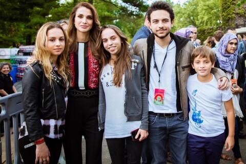 Rania de Jordanie : Maman modèle avec Victoria Beckham et Jennifer Lopez