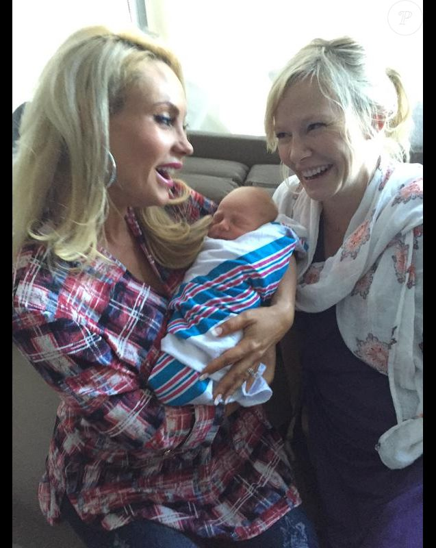 Coco, l'épouse d'Ice-T, avec la jeune maman Kelli Giddish et le bébé de cette dernière - Photo publiée le 6 octobre 2015