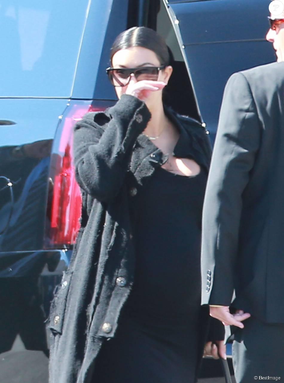Kim Kardashian passe au chevet de Lamar Odom à l'hôpital Sunrise de Las Vegas le 14 octobre 2015