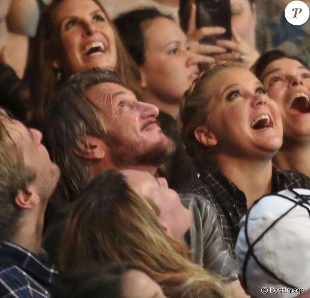 Sean Penn, Amy Schumer et Jeanne Tripplehorn assistent au concert de Madonna à Vancouver au Canada, Rebel Heart Tour, le 14 octobre 2015.