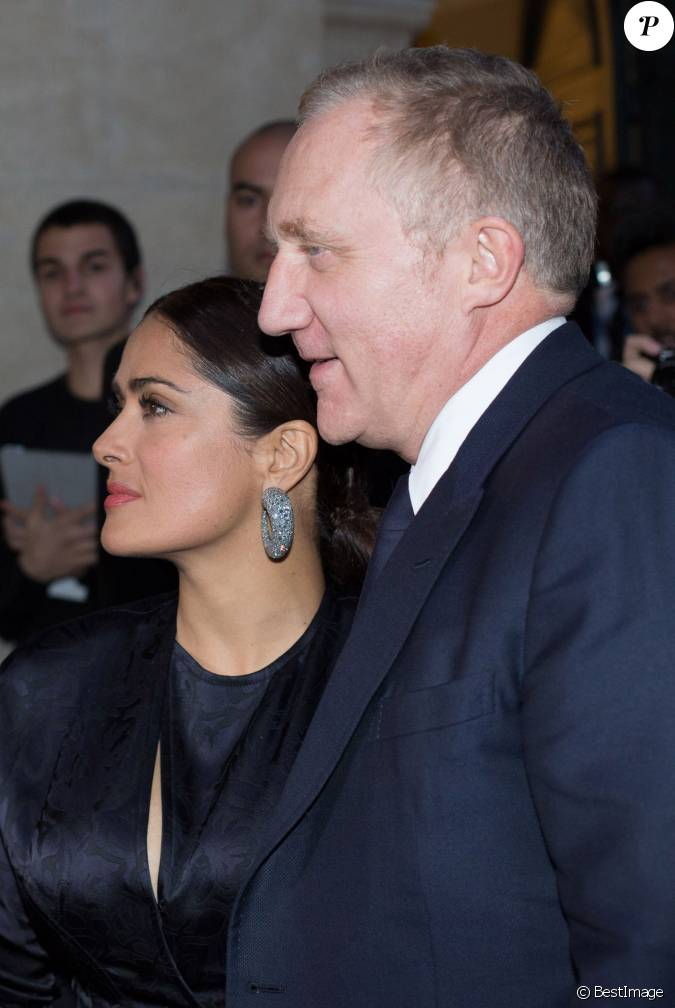 fran ois henri pinault et sa femme salma hayek arriv e des people au d fil balenciaga. Black Bedroom Furniture Sets. Home Design Ideas