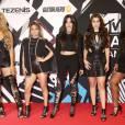 Les chanteuses du groupe Fifth Harmony Dinah Jane Hansen, Ally Brooke, Camila Cabello, Lauren Jauregui et Lauren Jaureguilors des MTV Europe Music Awards 2015 au Mediolanum Forum. Milan, le 25 octobre 2015.