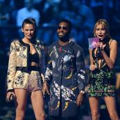 MTV EMA 2015 : Bianca Balti, maman sexy au côté de la jeune Hailey Baldwin