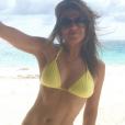 Elizabeth Hurley exhibe son corps athlétique sur Instagram (photo postée le 25 octobre 2015)