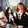 Vanessa Hudgens et Ashley Tisdale lors de de la soirée d'Halloween de Vanessa à son domicile, à Los Angeles. Le 31 octobre 2015.