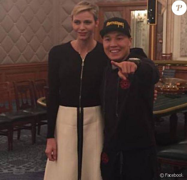La princesse Charlene de Monaco avec le boxeur russe Ruslan Provodnikov le 5 novembre 2015, à deux jours de son combat contre le Mexicain Rodriguez lors de la Night of Champions co-organisée au Sporting de Monte-Carlo par le père de la princesse Michael Wittstock.